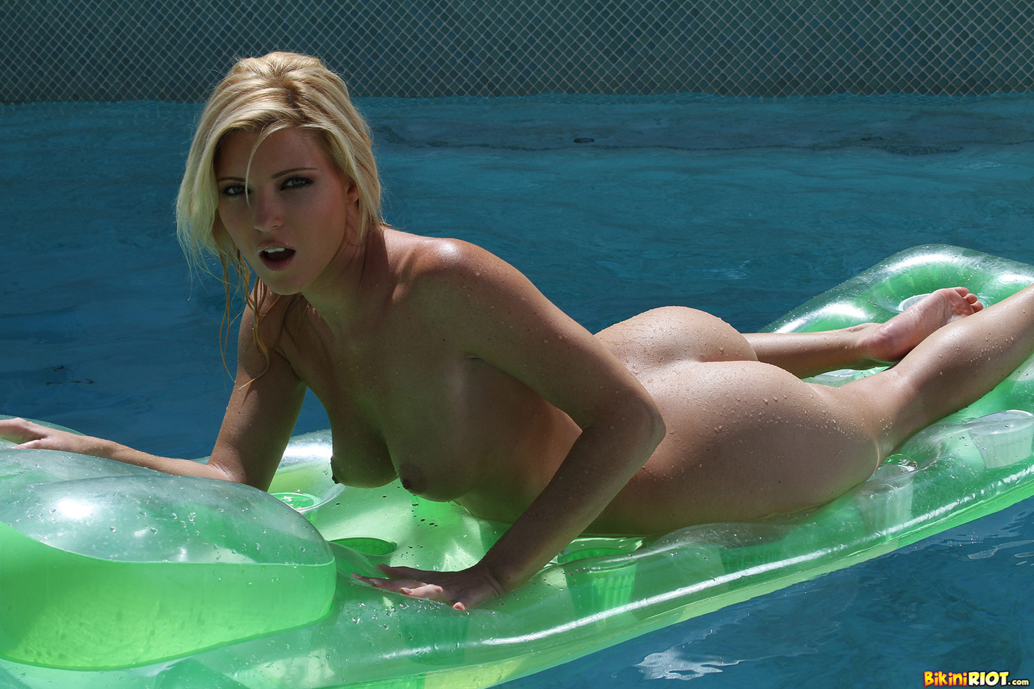 Hot pool girls